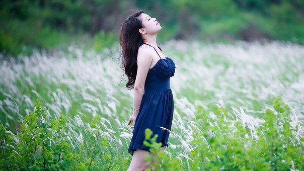 women-2514359__340